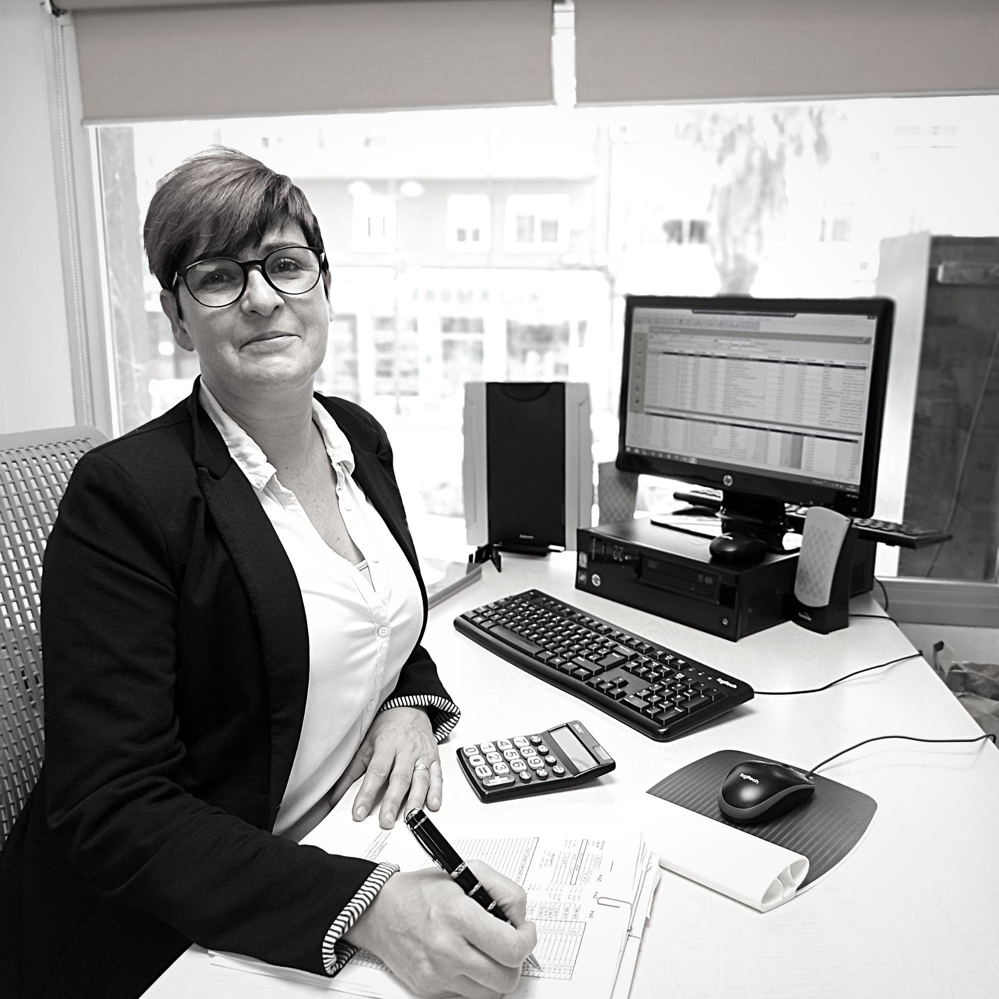 Mª Carmen Pérez administración